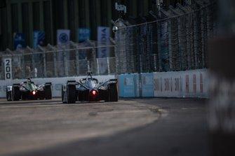 Felipe Massa, Venturi Formula E, Venturi VFE05, follows Daniel Abt, Audi Sport ABT Schaeffler, Audi e-tron FE05