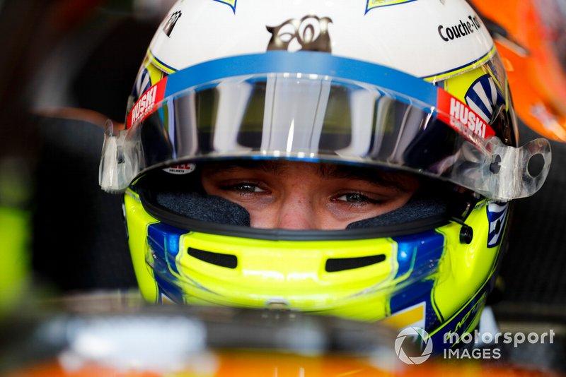 Lando Norris, McLaren en su cabina