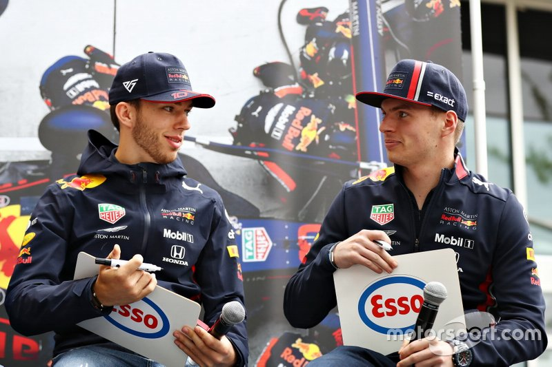 Pierre Gasly, Max Verstappen compete in the Esso Synergy quiz show