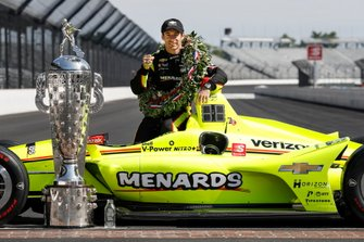 Winner Simon Pagenaud, Team Penske Chevrolet