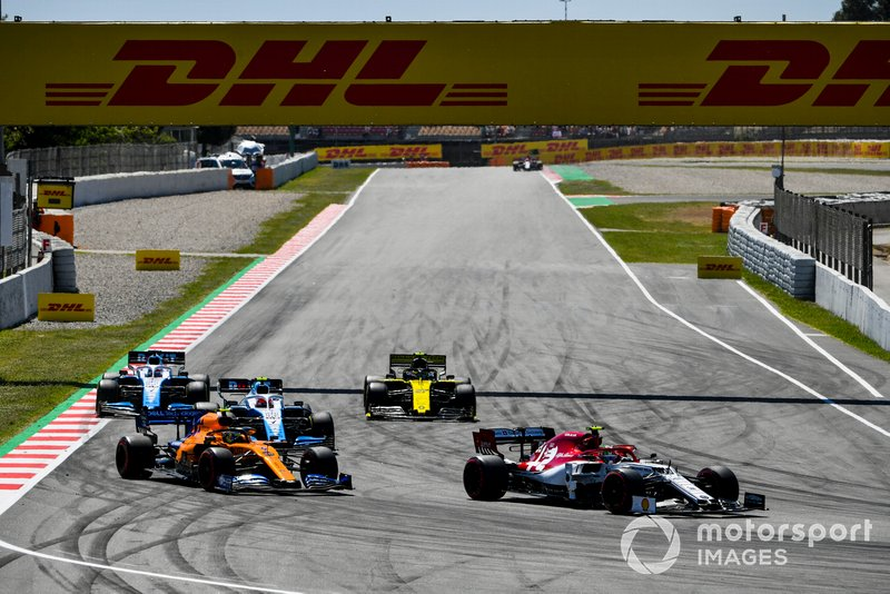 Antonio Giovinazzi, Alfa Romeo Racing C38, guida Lando Norris, McLaren MCL34, Robert Kubica, Williams FW42, Nico Hulkenberg, Renault R.S. 19, e George Russell, Williams Racing FW42