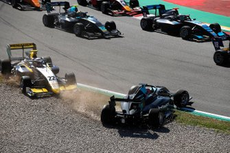 Jake Hughes, HWA Racelab, and Ye Yifei, Hitech Grand Prix, collide at the start of the race