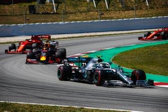 Valtteri Bottas, Mercedes AMG W10, Max Verstappen, Red Bull Racing RB15, Sebastian Vettel, Ferrari SF90, en Charles Leclerc, Ferrari SF90