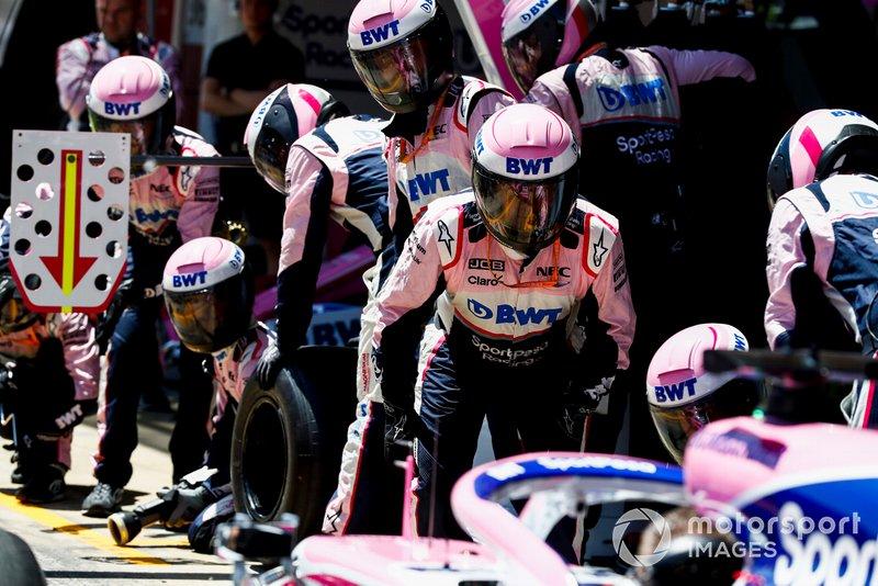 El equipo de Racing Point practica su simulacro de parada en boxes