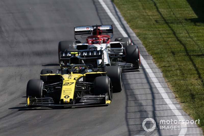 Nico Hulkenberg, Renault R.S. 19, devant Kimi Raikkonen, Alfa Romeo Racing C38