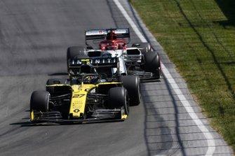 Nico Hulkenberg, Renault R.S. 19, Kimi Raikkonen, Alfa Romeo Racing C38