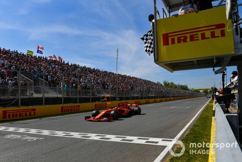 Sebastian Vettel, Ferrari SF90, cruza la línea de meta
