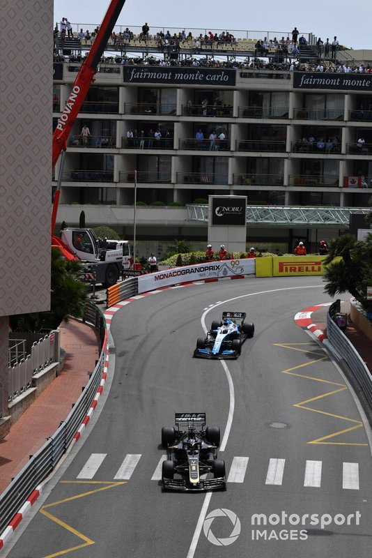Romain Grosjean, Haas F1 Team VF-19, leadsGeorge Russell, Williams Racing FW42