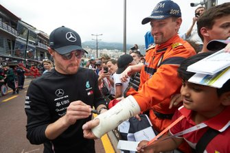 Valtteri Bottas, Mercedes AMG F1, signs a cast