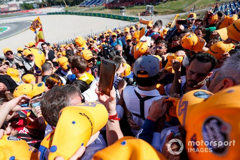Fans clamour for an autograph from Carlos Sainz Jr., McLaren