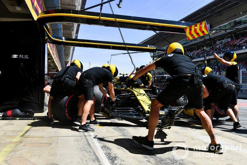 Nico Hulkenberg, Renault R.S. 19 en pits