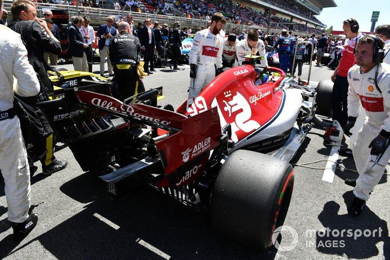 Antonio Giovinazzi, Alfa Romeo Racing C38, sulla griglia