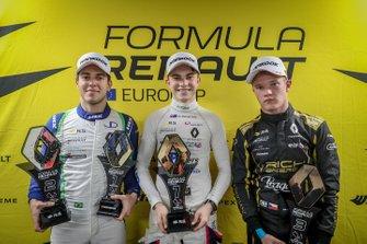 Race winnaar Oscar Piastri, R-ACE GP, tweede Joao Vieira, JD motorsport, derde Petr Ptacek, BHAITECH