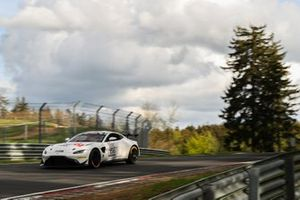 #156 Aston Martin Vantage AMR GT4: Jamie Chadwick, Peter Cate, Christian Gebhardt