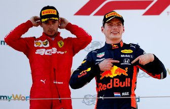 Podio: ganador de la carrera Max Verstappen, Red Bull Racing y el segundo lugar Charles Leclerc, Ferrari