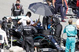 Valtteri Bottas, Mercedes F1 W11 EQ Performance, sulla griglia di partenza