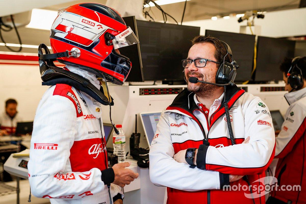 Julien Simon-Chautemps, ingegnere di pista dell'Alfa Romeo, con Robert Kubica, Alfa Romeo