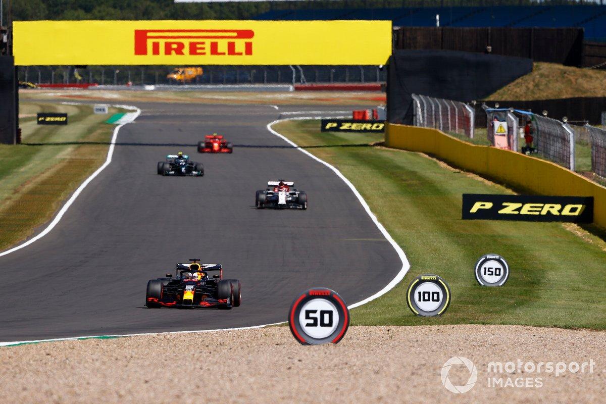 Max Verstappen, Red Bull Racing RB16, Kimi Raikkonen, Alfa Romeo Racing C39, Valtteri Bottas, Mercedes F1 W11, e Charles Leclerc, Ferrari SF1000
