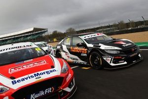 Ollie Jackson, Motorbase Performance Ford Focus and Dan Cammish, Halfords Yuasa Racing Honda Civic Type R