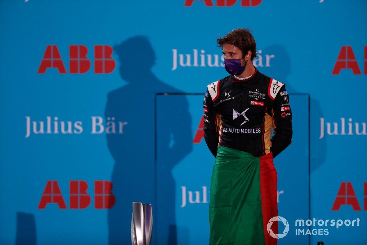 Podio: segundo lugar Antonio Félix da Costa, DS Techeetah, celebra