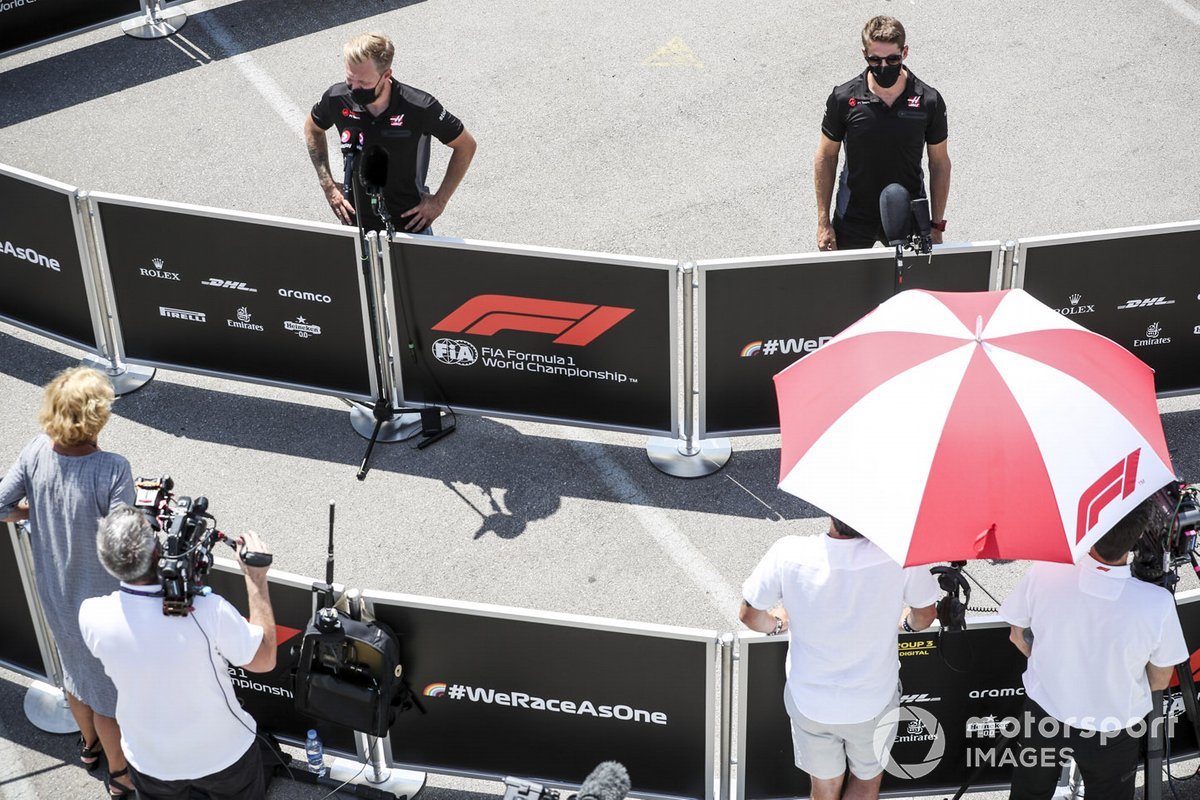 Kevin Magnussen, Haas F1, Romain Grosjean, Haas F1 con los medios