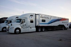 Renntransporter: BMW Team RLL