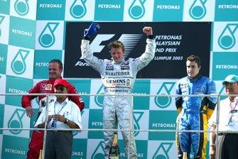 Podium : le vainqueur Kimi Räikkönen, McLaren, deuxième place Rubens Barrichello, Ferrari, troisième place Fernando Alonso, Renault