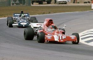 Niki Lauda, March 721X Ford leads Henri Pescarolo, March 721 Ford