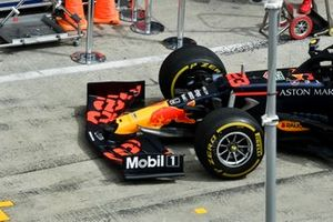 Front wing on the car of Alex Albon, Red Bull Racing RB16
