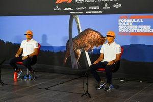 Carlos Sainz Jr., McLaren y Lando Norris, McLaren en la conferencia de prensa
