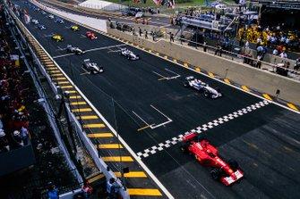 Arrancada Michael Schumacher, Ferrari F2001, Ralf Schumacher, Williams FW23 BMW, Mika Häkkinen, McLaren MP4-16 Mercedes