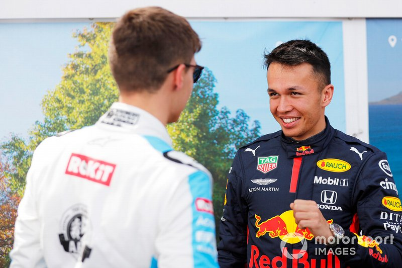 George Russell, Williams Racing, con Alex Albon, Red Bull Racing