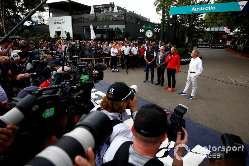 I media di tutto il mondo riuniti per la conferenza stampa della cancellazione del Gran Premio d'Australia