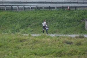 Jenson Button, BAR Honda 006 walks back