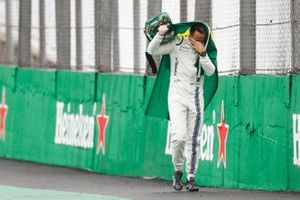 Felipe Massa, Williams Martini Racing, walks back to the garage in tears carrying a Brazilian flag afer crashing