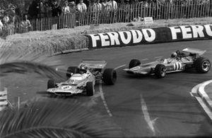 Jean-Pierre Beltoise, Matra MS120 leads Denny Hulme, McLaren M14A Ford