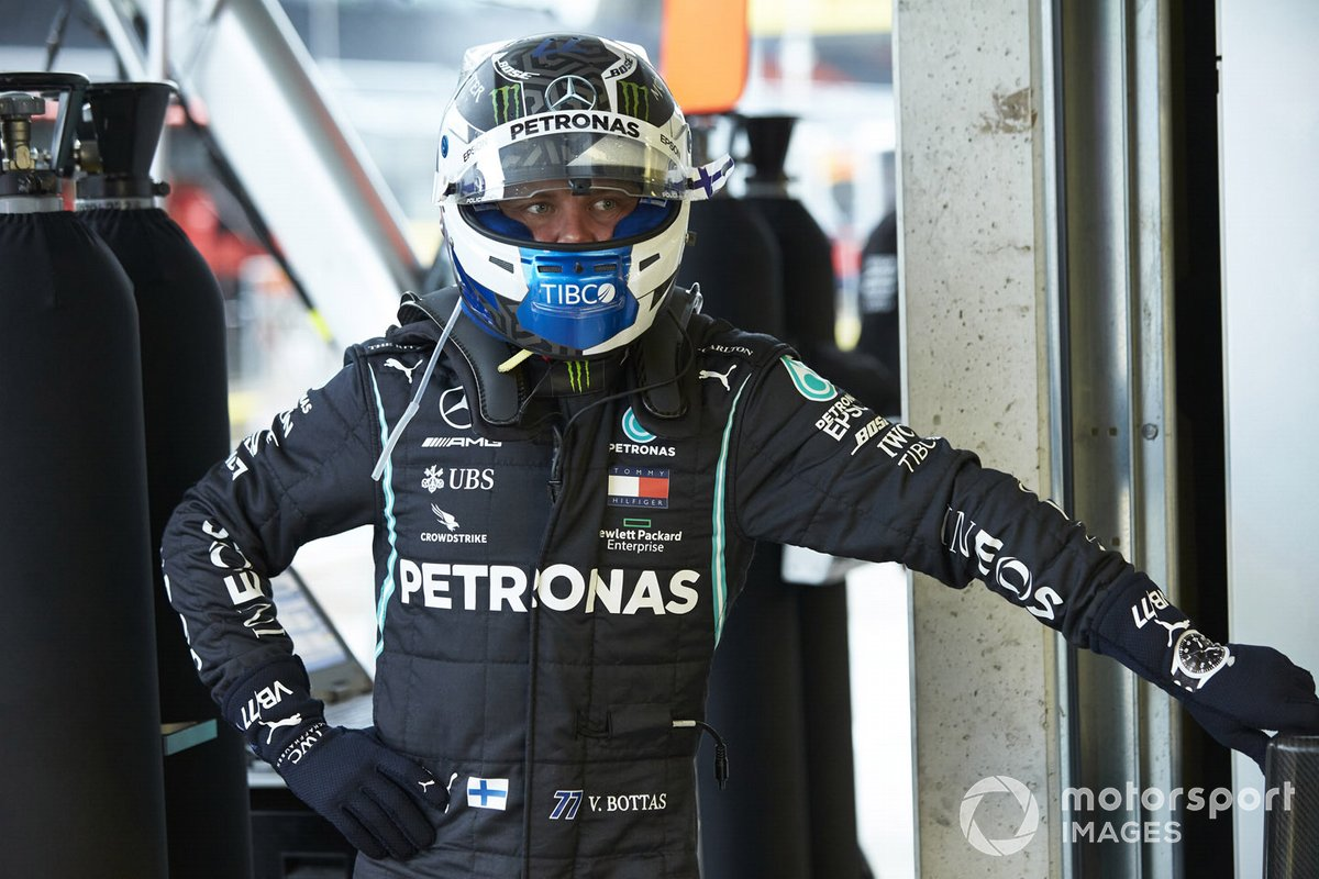 Valtteri Bottas, Mercedes-AMG Petronas F1 nel garage