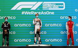 Podium: winnaar Theo Pourchaire, ART Grand Prix, tweede Oscar Piastri, Prema Racing, derde Logan Sargeant, PREMA Racing