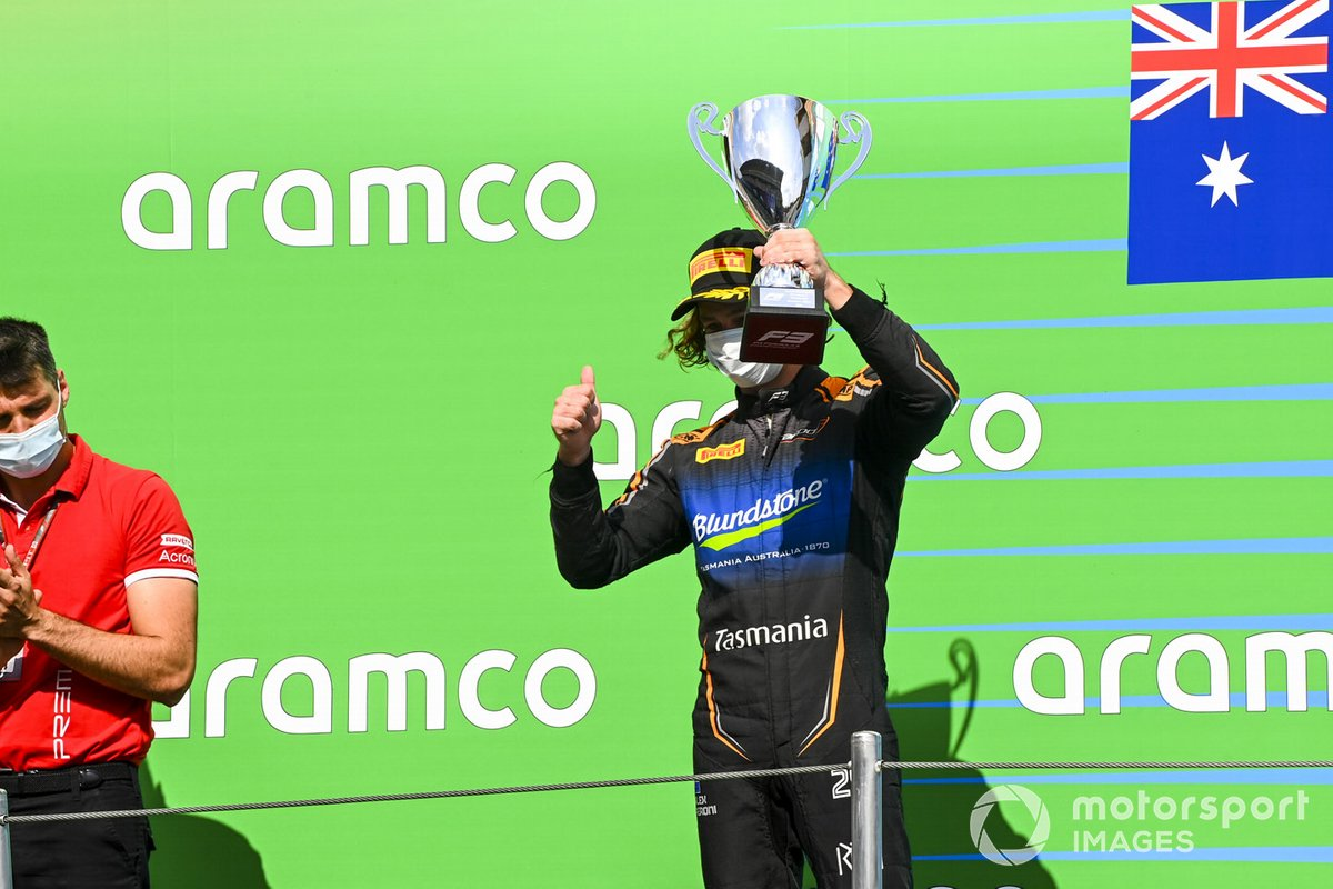 Podio: segundo lugar Alexander Peroni, Campos Racing