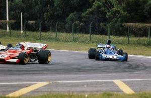 Jacky Ickx, Ferrari 312B2 leads Jackie Stewart, Tyrrell 005 Ford