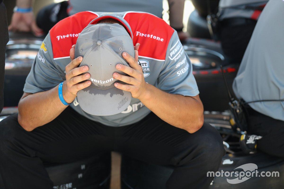 El miembro de la tripulación del equipo Penske durante la práctica