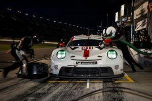 #911 Porsche GT Team Porsche 911 RSR - 19, GTLM: Nick Tandy, Frederic Makowiecki, pit stop