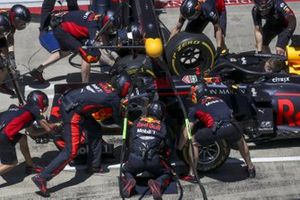 Pit stop practice for Red Bull with the car of Max Verstappen, Red Bull Racing RB16
