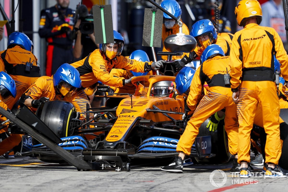 Carlos Sainz Jr., McLaren MCL35, in the pits