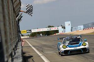 #18 KCMG Porsche 911 GT3 R: Romain Dumas, Dennis Olsen, Alexandre Imperatori