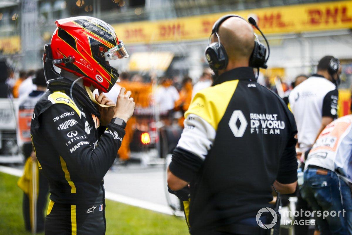 Esteban Ocon, Renault F1, on the grid
