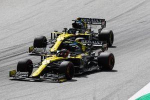 Esteban Ocon, Renault F1 Team R.S.20, devant Daniel Ricciardo, Renault F1 Team R.S.20