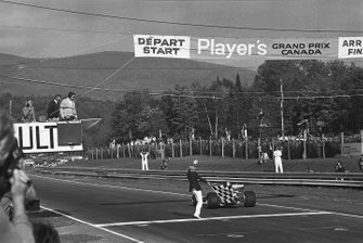Jacky Ickx, Ferrari 312B, takes the chequered flag