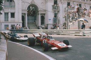 Clay Regazzoni, Ferrari 312B2, Rolf Stommelen, Surtees TS9 Ford