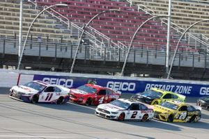 Денни Хэмлин, Joe Gibbs Racing, Toyota Camry, Брэд Кеселовски, Team Penske, Ford Mustang и Эрик Джонс, Joe Gibbs Racing, Toyota Camry